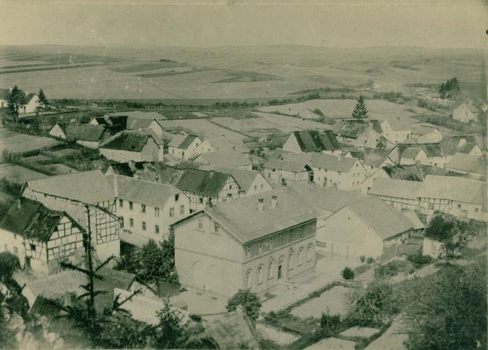 Blick auf die alte Schule um 1938